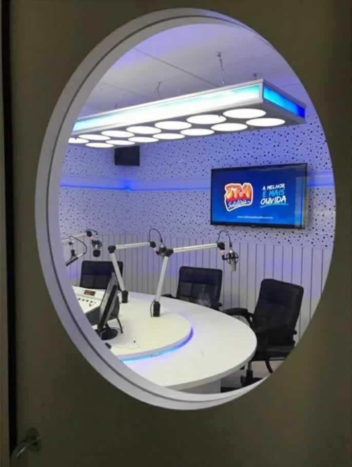 estúdio rádio solidária ambiente externo