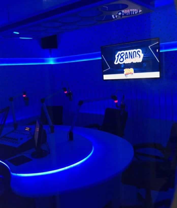 estúdio interno rádio solidária azul